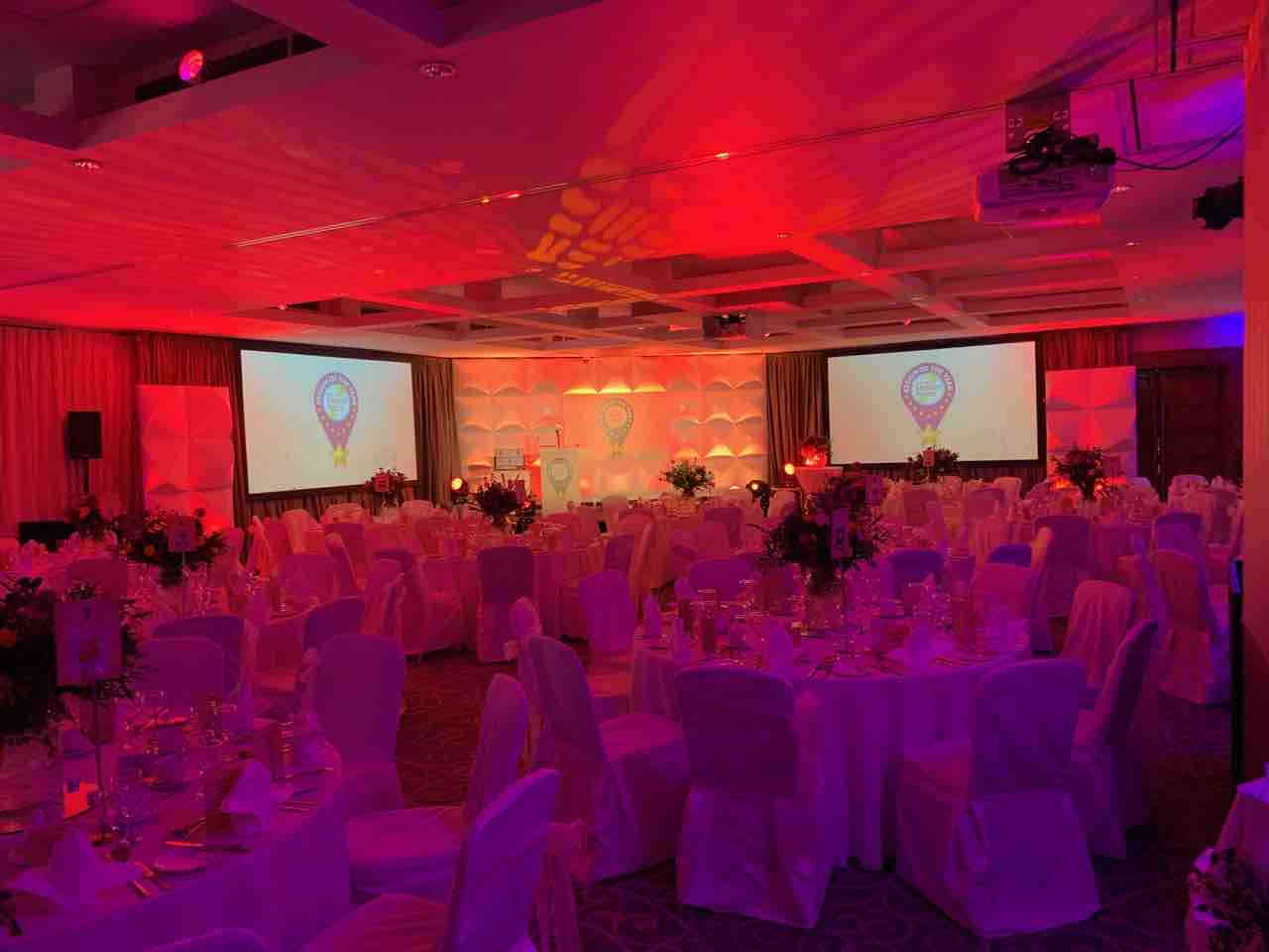 Two projectors & projector screen for hire