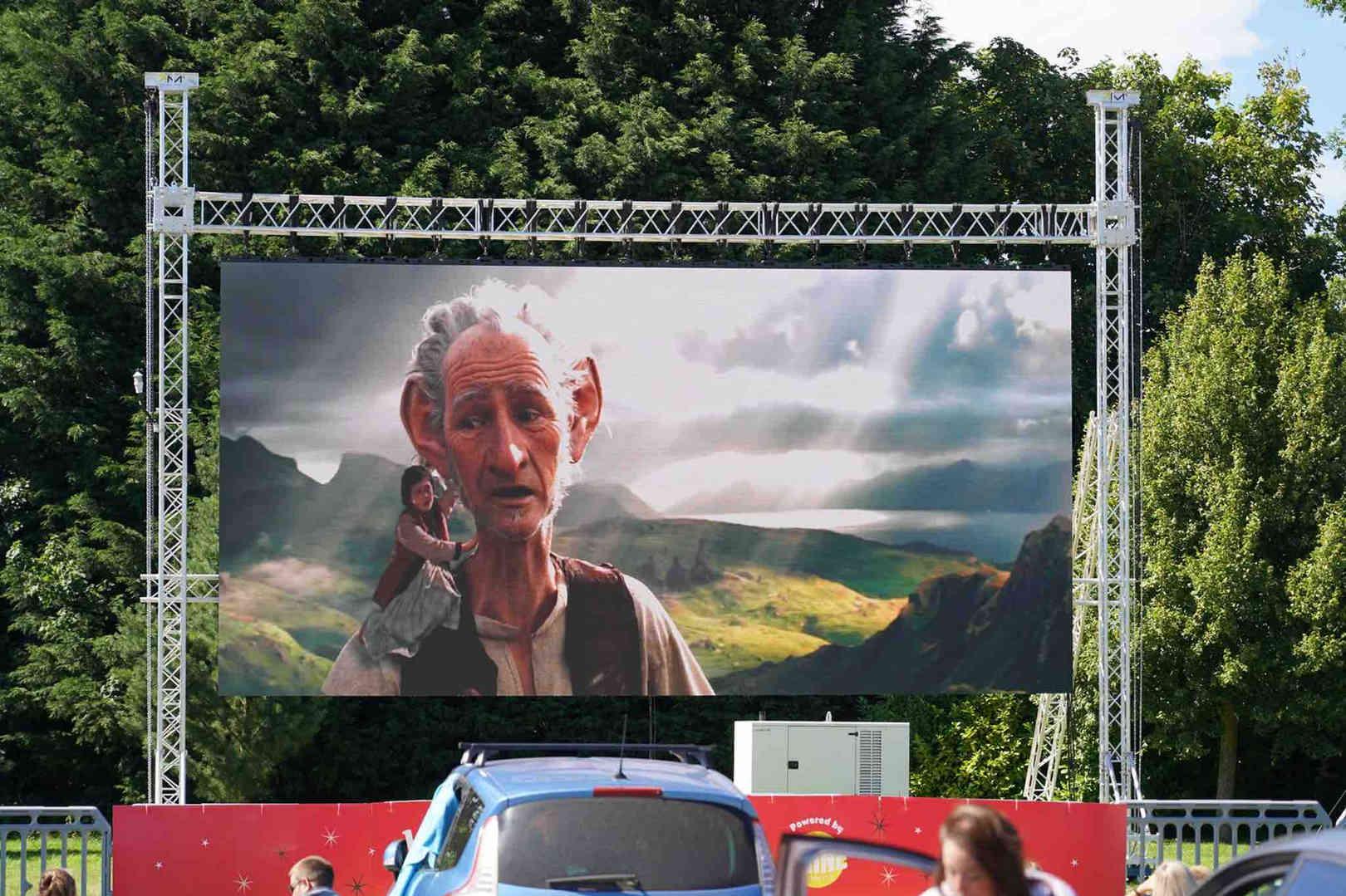 049 Outdoor Cinema Screen Hire.jpg