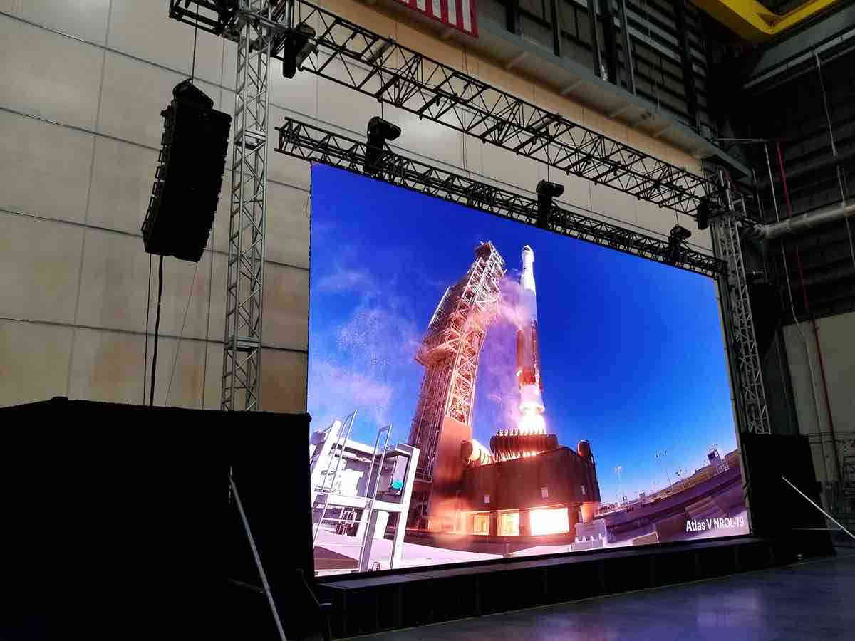 Flown LED screen for events
