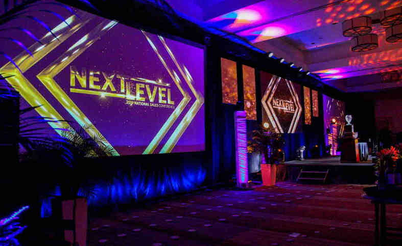 Event production with projector screens
