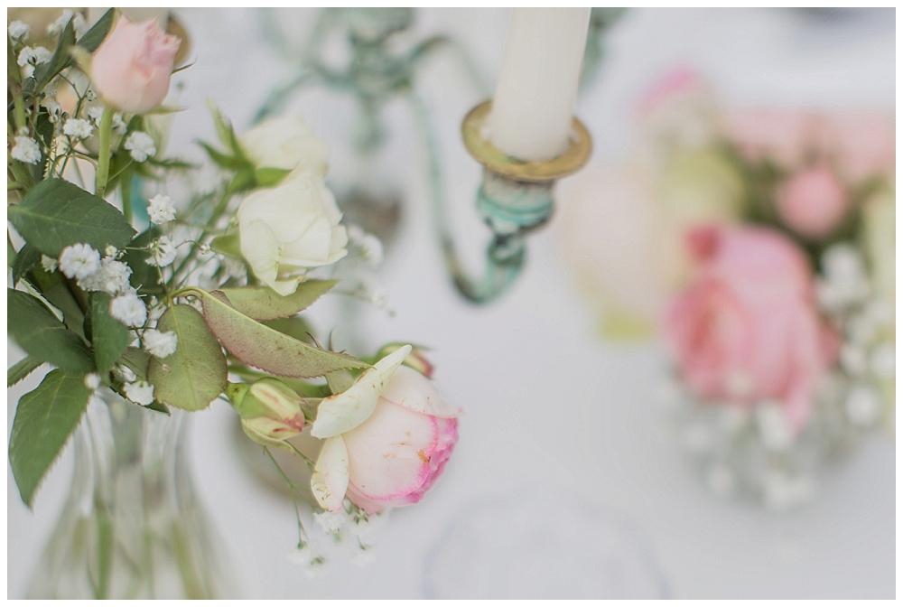 Blumengestecke mit Kerzenständer
