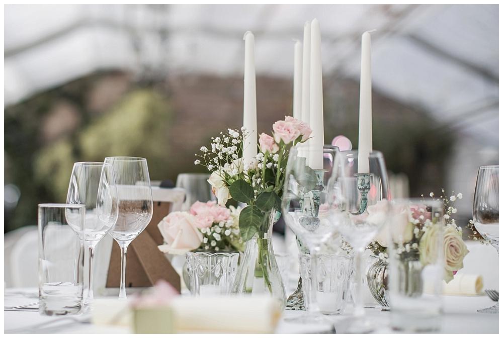 Tisch Dekoration mit Blumen