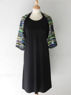 Robe noir et gilet en soie