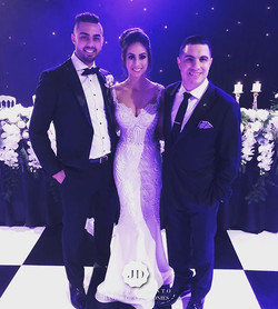 Tonight I have the great pleasure to host the wedding of Sam & Carly Kakouris. You both looked amazi