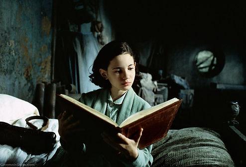 Ofelia_reading_a_storybook.jpg