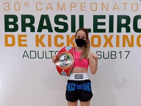 Ponta-grossense é campeã Brasileira de Kickboxing