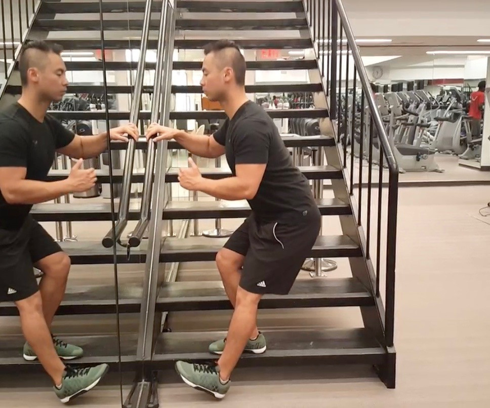 Rebuild Physiotherapy hip and knee: Single leg squat exercise