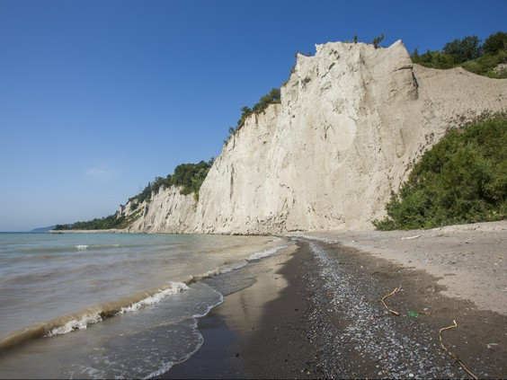 A beach along the escarpment of Scarborough Bluffs Park