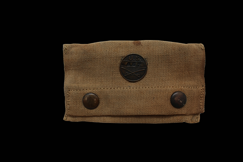 WW1 MEDICAL EQUIPMENT POUCH W/ CAVALRY PIN