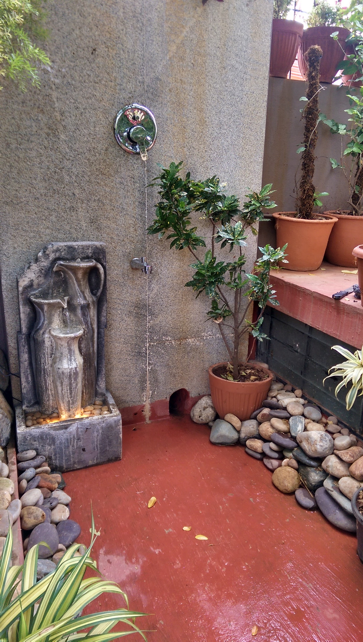 An outdoor Shower - Ideal Staycation