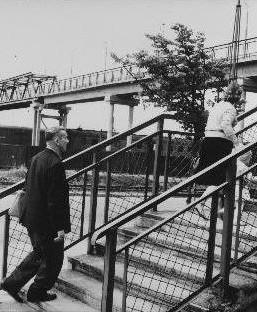Tänaseks lammutatud jalakäijate sild