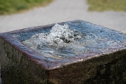 fountain-1642204_1920.jpg