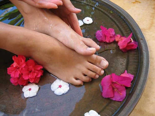 Blissful Foot Spa Signature Treatment