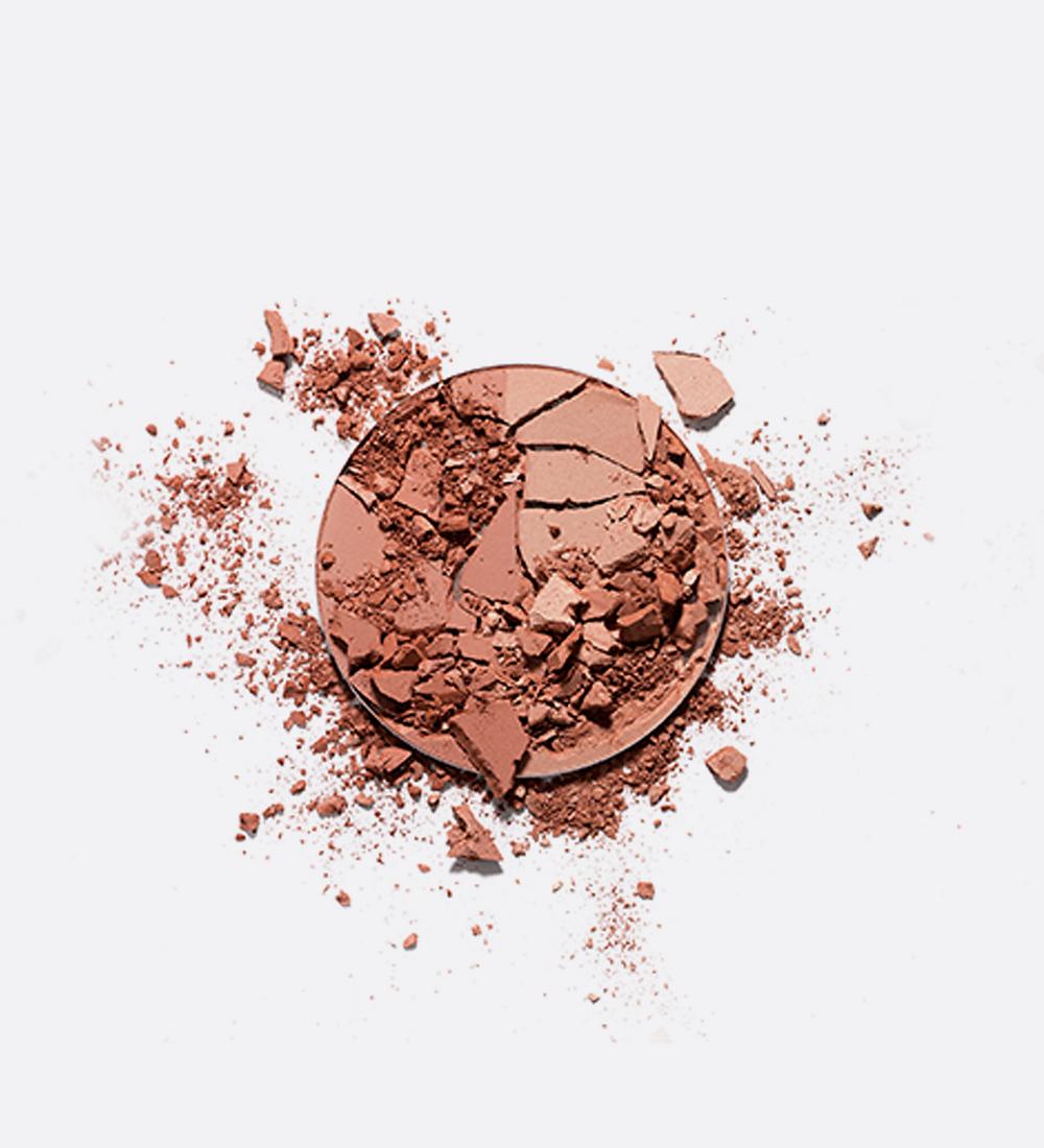poudre compact brisée blog Lisa Noto cosmétiques