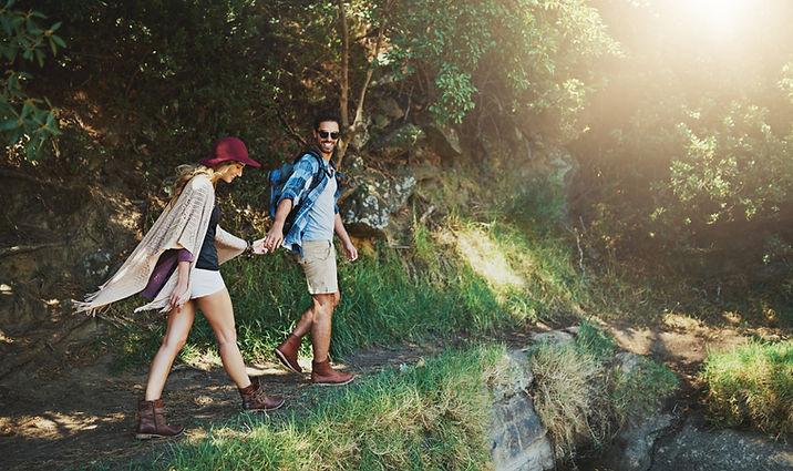 Paar auf einem Spaziergang