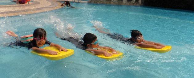 Children's Group Swim Class at Senja CC
