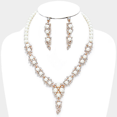 Color: Clear, Gold Crystal Pearl Rosette Necklace.