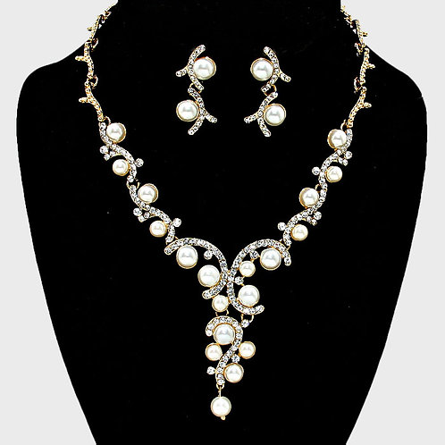 Color: Clear, Gold, Cream Pearl Vine Bridal Necklace.