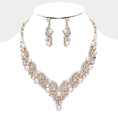 Color: Gold Pearl Crystal  Rhinestone Evening Necklace.
