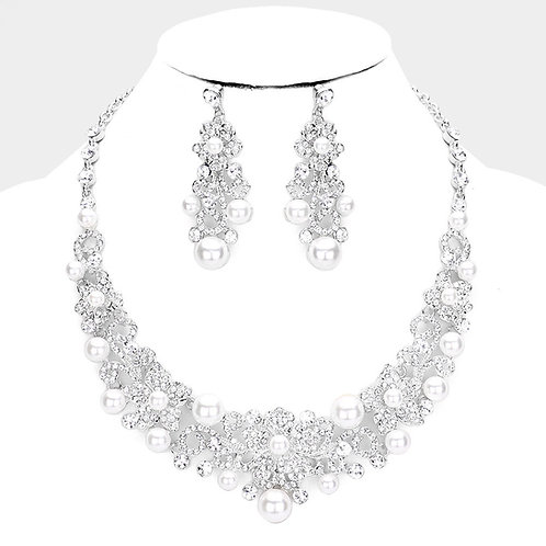 Color: Clear, Rhodium White Pearl Rhinestone Floral Evening Necklace.
