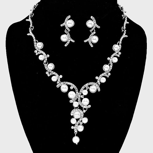 Color: Clear, Silver White Pearl Vine Bridal Necklace.