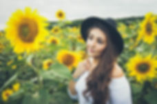 Laura_Sunflower_Photoshoot_Small-77.jpg