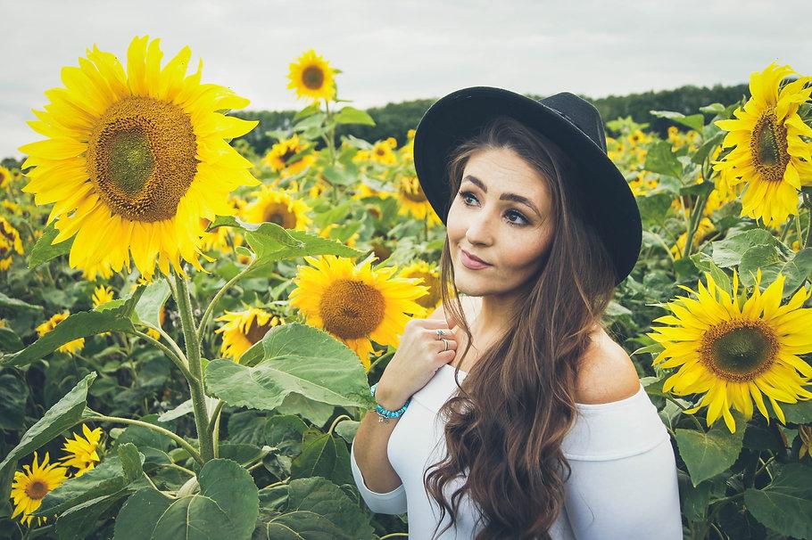 Laura_Sunflower_Photoshoot_Small-77.jpg