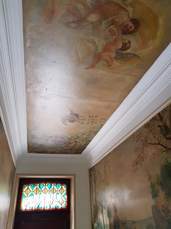 Mise d'une décoration mural
