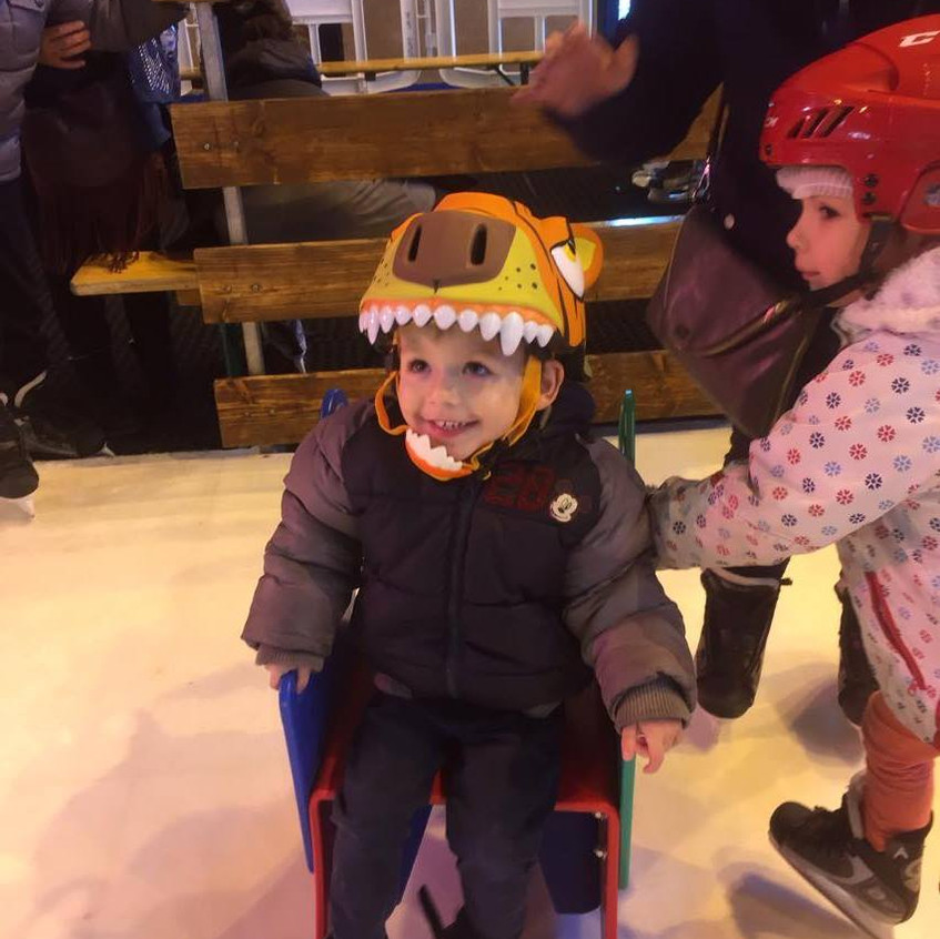 Loulou casque patinoire