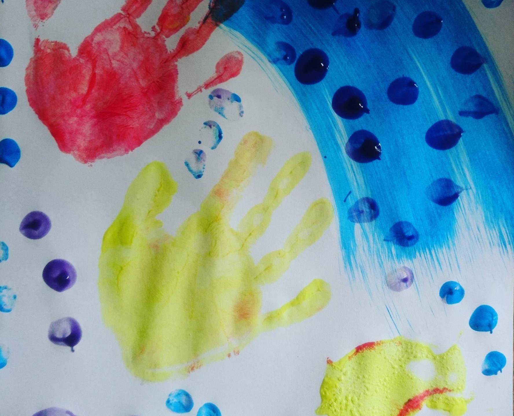 Main en peinture