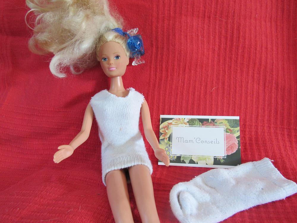 vêtement pour barbie avec  chaussette, recycler chaussette orpheline