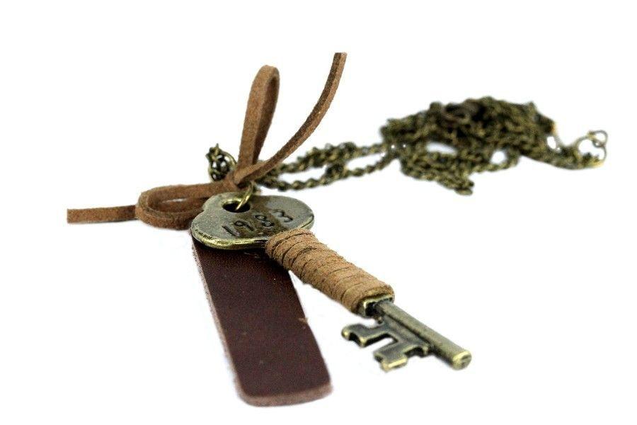 Le sautoir clef du bonheur,
