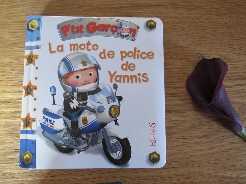 P'tit garçon : la moto de police de Yannis, fleurus
