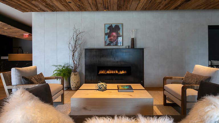 lloyd-lounge-0002.jpg