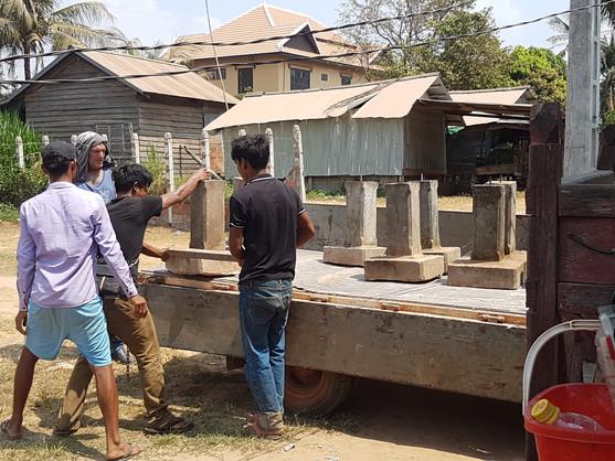 De cementen palen voor de fundering