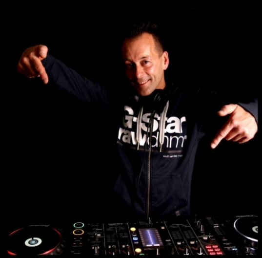 DJ Dennis van Breukelen