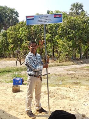 Onze Cambodjaanse vriend trots op onze eerste waterput