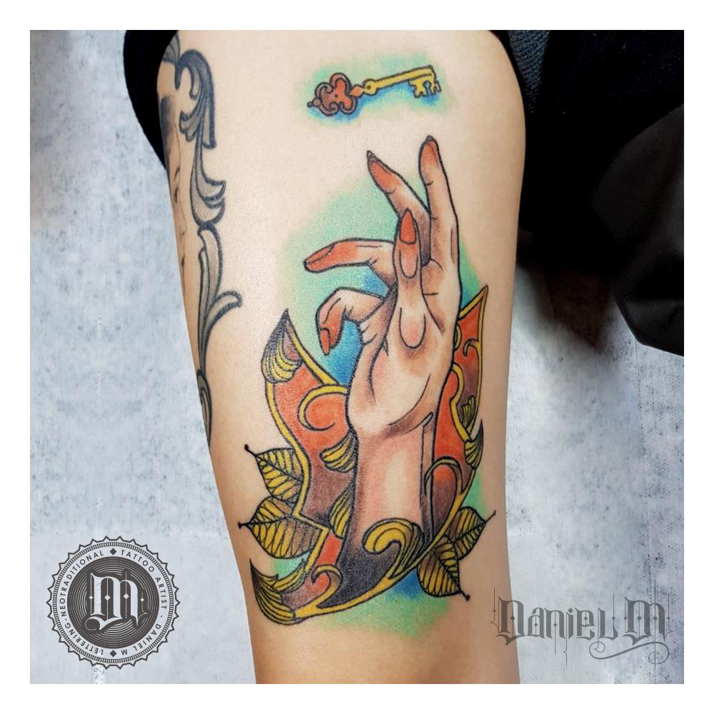 Mano Tattoo Neotradicional