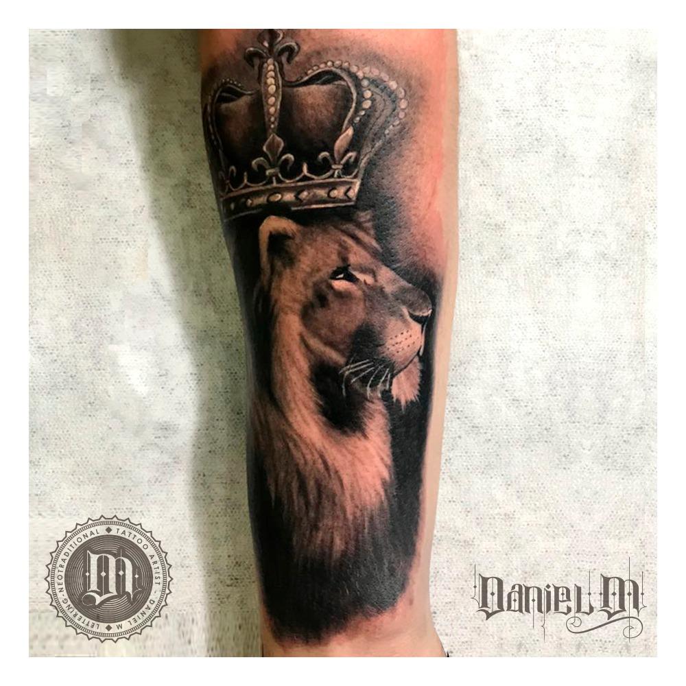 Rey Leon Tattoo Blackwork