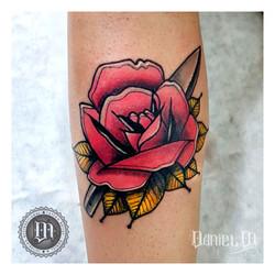 Rosa Roja Tattoo Neotradicional