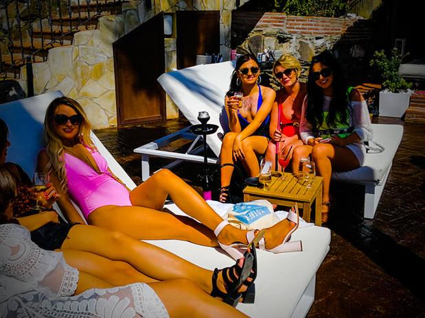 Malibú Beach Bar un sitio único a pie de playa para disfrutar todo tipo de celebraciones LB Restaurant and Events, La Viborilla, Niña bonita,  Malibu Beach Bar, La Bella Bambina, salon de eventos, bodas, ceremonia en la playa, celebraciones, comuniones, bautizos, cumpleaños, graduaciones, presentaciones, eventos de empresa, desayunos de trabajo, cenas de empresa, animacion infantil, experiencias, piscina, barbacoa, menu, playa, pescaito, espeto, copas, musica en directo, benalmadena, costa del sol