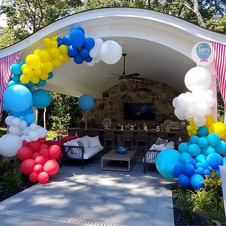 outdoor-balloon-garland-amysballoon.jpg