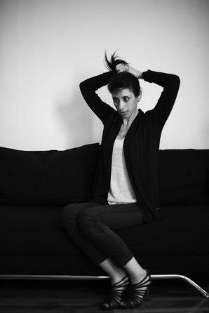 portrait femme canape noir et blanc photographe nice