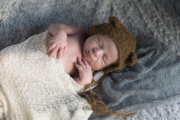 bébé nouveau-né photo mise en scene photographe bébé nouveau-né naissance