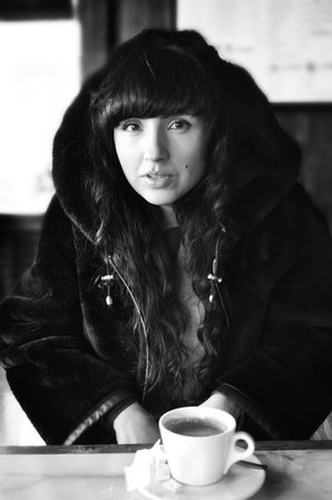 femme russe au cafe photographe nice