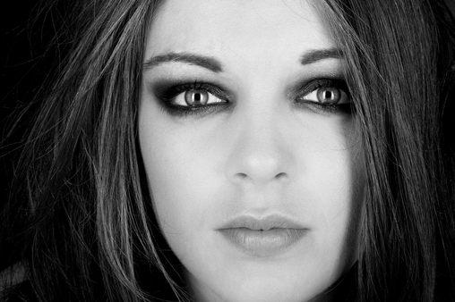 portrait studio femme yeux bleus photographe nice