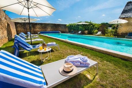 photographe immobilier espace piscine spa extérieur chambre d'hôte