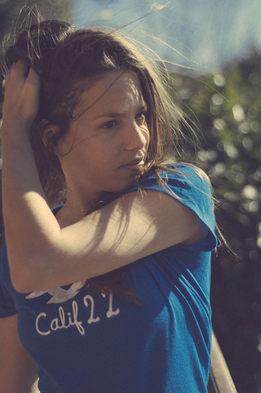 portrait femme t-shirt bleu photographe nice