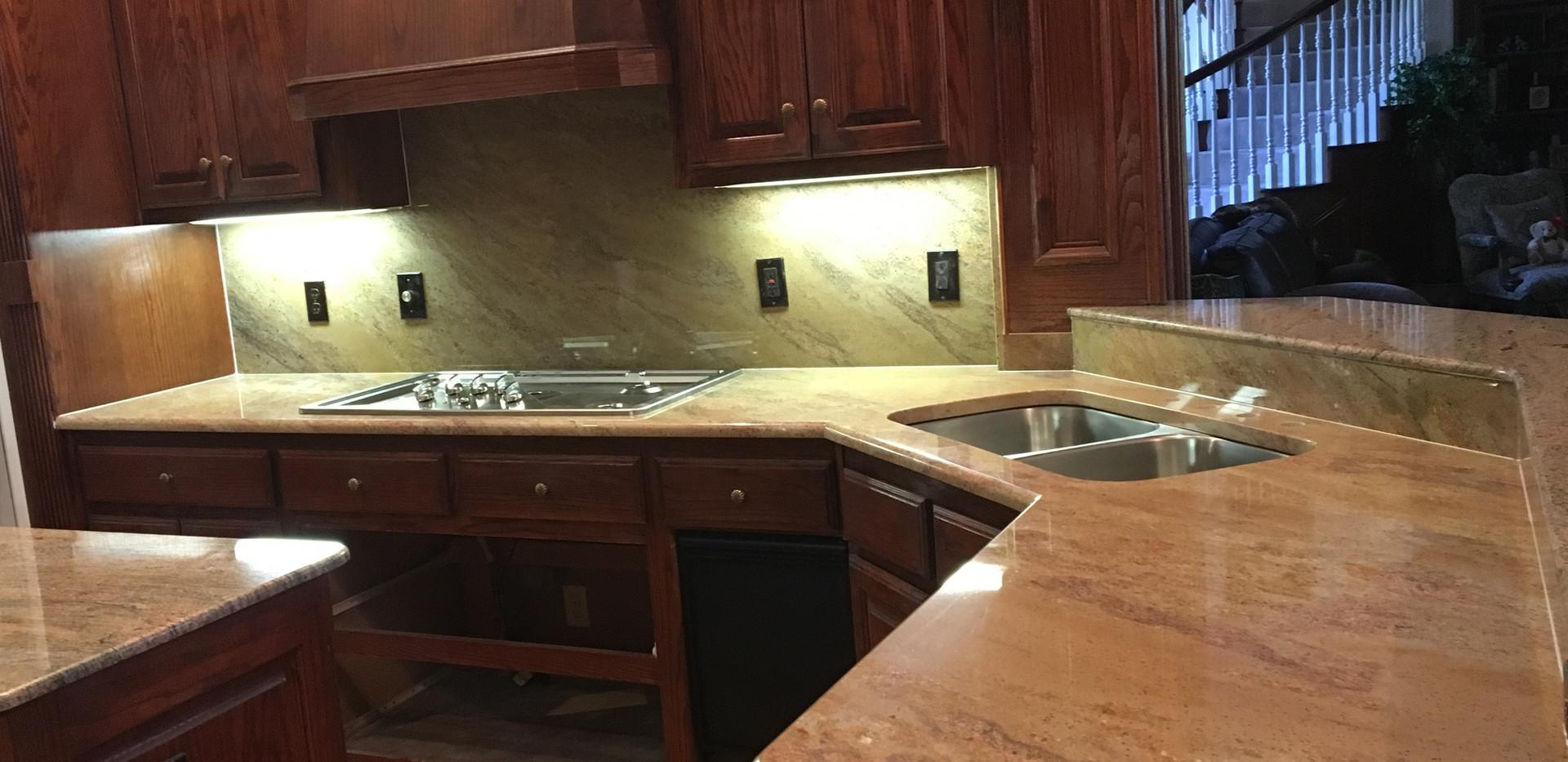 tan_granite_kitchen_countertops.jpg