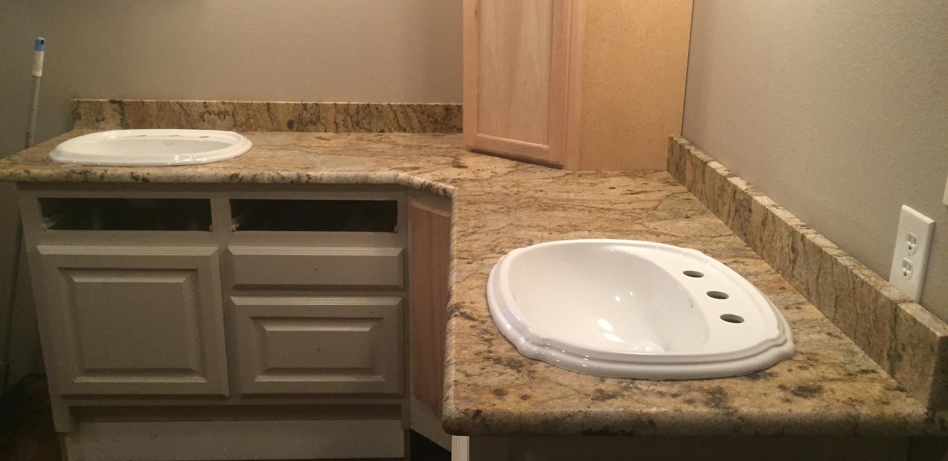 tan_granite_vanity_bathroom.JPG